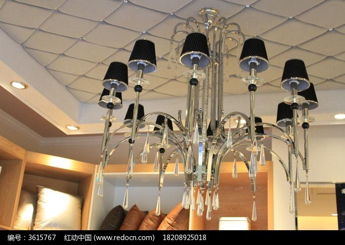 天花板挂着的吊灯图片