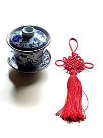茶杯和中国结特写图片