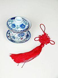 一个茶杯和中国结特写图片