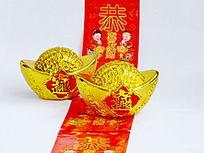 金元宝摆放在红包上特写图片