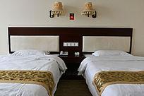 酒店客房的床铺