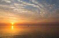 海上日出漫天彩云