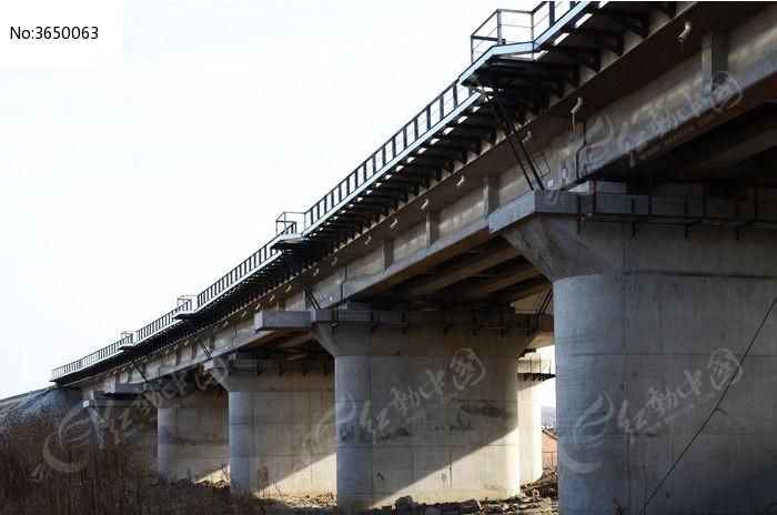 原创摄影图 建筑摄影 桥梁锁道 大桥桥墩