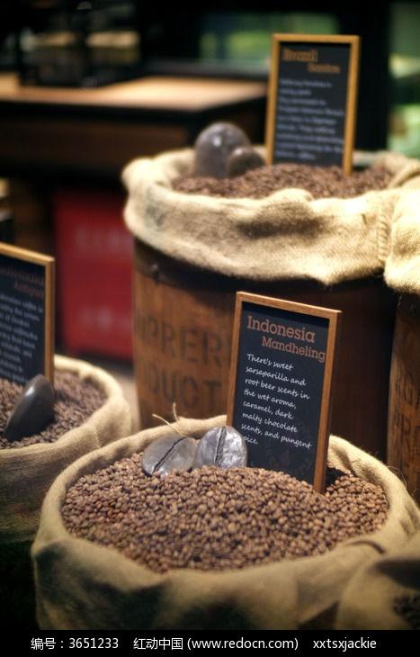 欧式复古木桶装咖啡豆时尚装饰图片图片