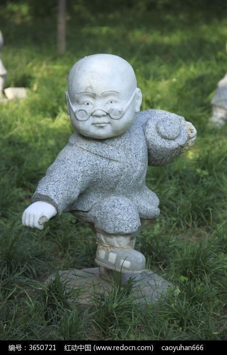 石像雕刻光头戴眼镜娃娃图片