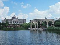 思贤公园的罗马廊柱和税务局