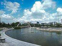 思贤公园的水面和建筑