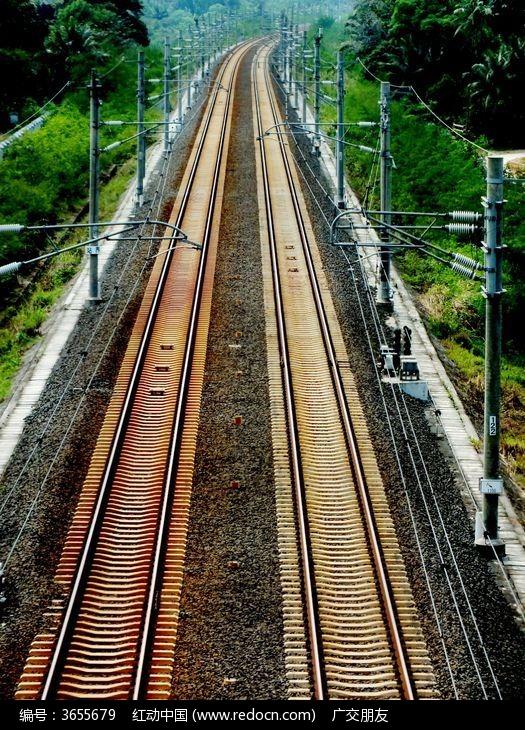 俯拍高铁轨道特写图片