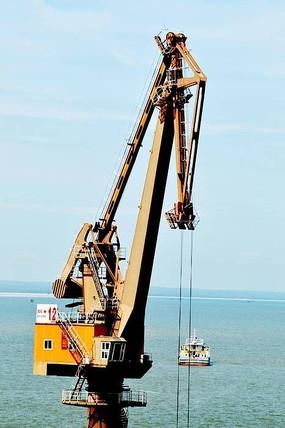 港口码头起重机图片
