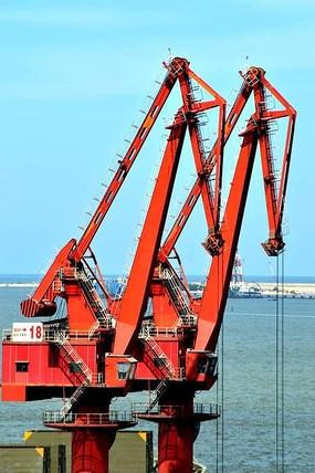 港口码头座式起重机图片