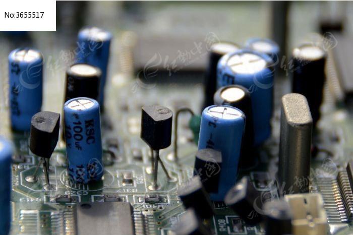 近拍电路板上的电子硬件图片