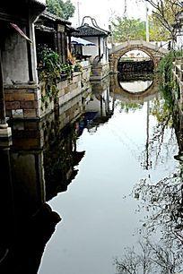 河边的惠山古镇