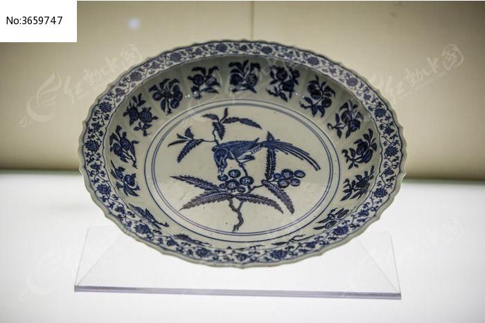 古代瓷器花纹盘图片