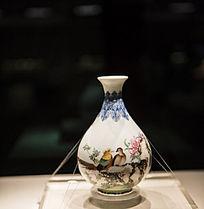 清代乾隆款珐琅彩芍药雉鸡图玉壶春瓶