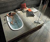 正在洗澡的男士