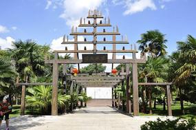哈尼族寨的大门