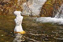 洗澡的美人鱼雕塑
