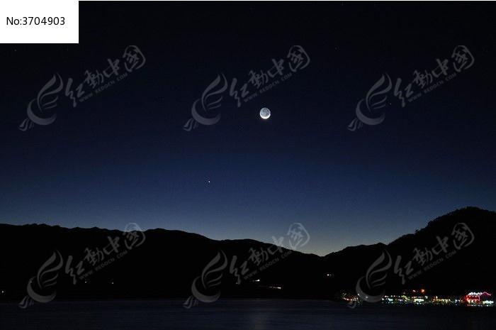 月亮 村镇 夜晚 高清摄影