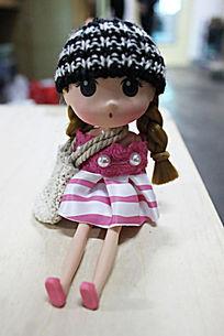 女孩玩偶正面