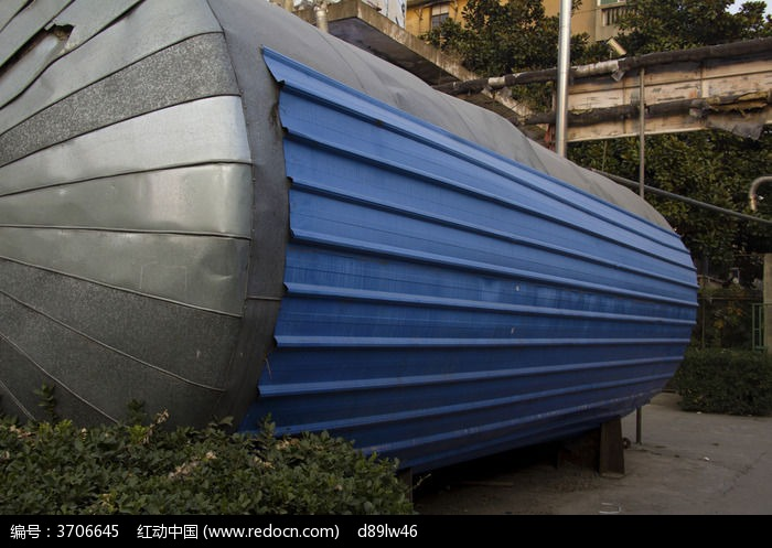 蓝色铁皮大水桶图片