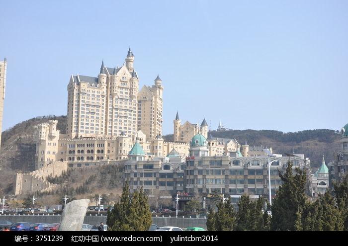大连星海广场边欧式城堡图片