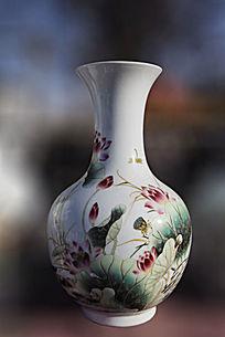 荷花莲蓬图案陶瓷瓶