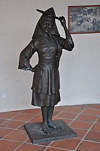 戴斗笠的妈祖雕像