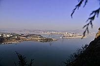 郧阳汉江河对岸