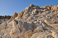 被海水侵蚀的光滑的石头