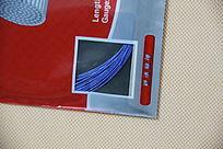 包装着的蓝色羽毛球线特写拍摄