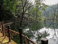 山里的湖水