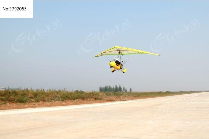 三角翼飞机起飞瞬间