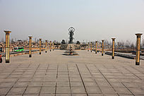 夷女神花铜塑像广场