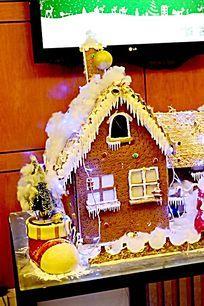 盛装的圣诞小屋