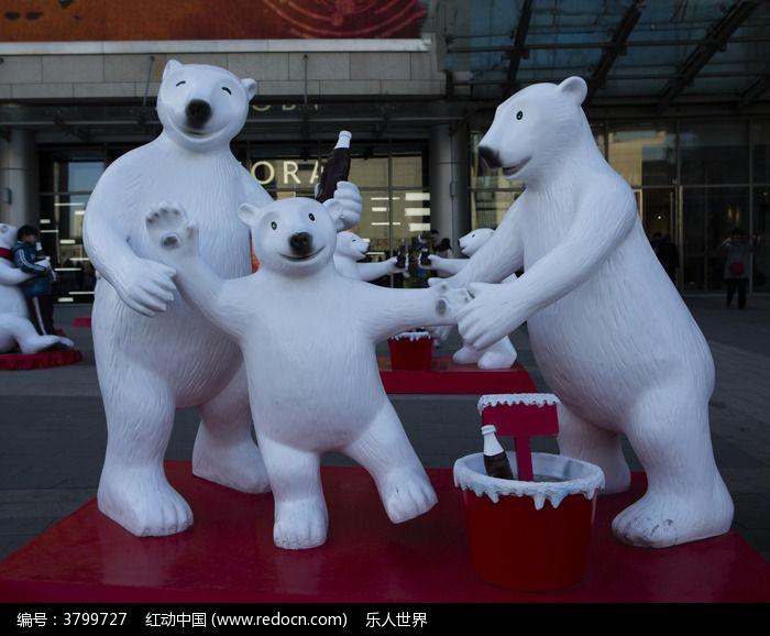 一家三口北极熊雕塑