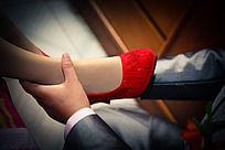 婚礼项目 新郎给新娘穿鞋
