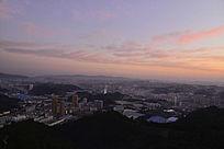 十堰市区清晨的红云