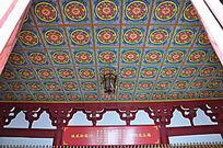 天花板上圆形莲花图案