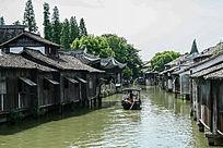 水中建筑及小船