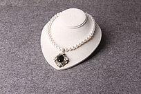 白珍珠黑宝石吊坠项链