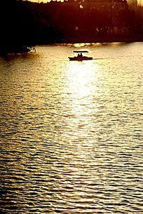 上海大宁灵石公园的晚霞湖面