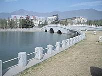 燕山城市湖泊石桥