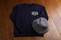 字母卫衣和条纹帽子