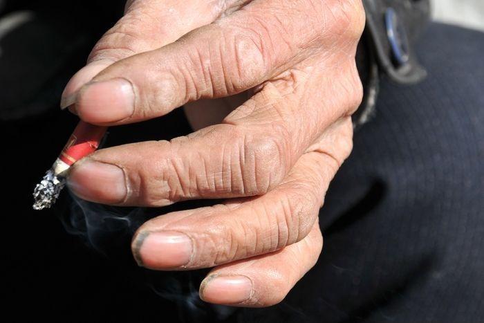 拿烟苍老的手高清图片下载 编号3832037 红动网