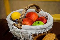 篮子和水果