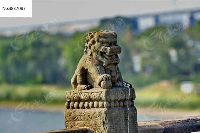 凶恶的狮子大嘴怪