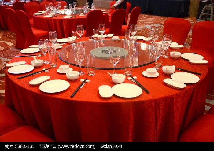 原创摄影图 餐饮美食 餐具摆设 宴会餐桌 桌面摆台 餐台图片图片