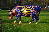 草地上的手绘公牛