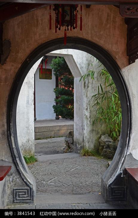上海豫园古月亮门图片