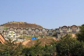 山坡上的西方建筑风光